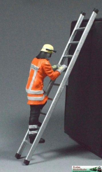 Feuerwehrmann mit Leiter