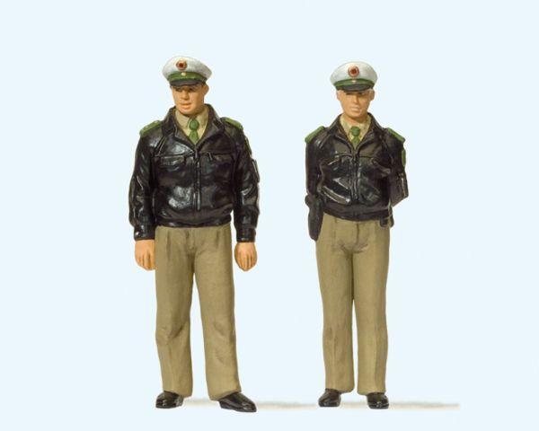 Polizisten stehend. Grüne Uni / preiser 44900